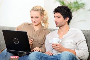 couple-laptop-400x267